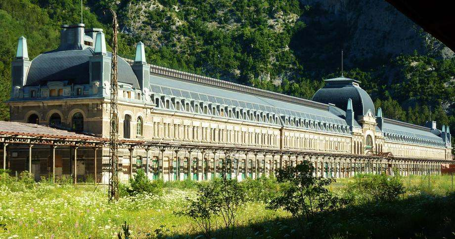 gare-canfranc